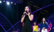 Hoa hậu Đỗ Mỹ Linh khoe giọng hát, hoa hậu H'Hen Niê mặc áo dài 105 triệu