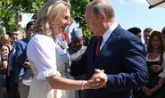 Ông Putin khiêu vũ với cô dâu tại đám cưới Bộ trưởng Ngoại giao Áo