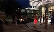 Đứng tim cảnh xe chở tên lửa Buk lao vào trung tâm thương mại