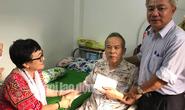 Thành ủy TP HCM trao tặng tiền cho NSƯT Giang Châu trị bệnh