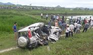 Tai nạn đường sắt kinh hoàng: 4 người về quê ăn rằm thương vong trong xe dập nát
