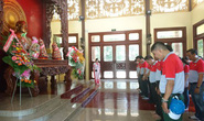 Cán bộ Công đoàn, CNVC-LĐ về thăm quê hương Bác Tôn