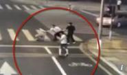 Tranh cãi nảy lửa vụ người đi xe đạp điện tự vệ chém chết tài xế ô tô