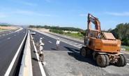 Cao tốc Đà Nẵng - Quảng Ngãi: Thảm nhựa lại đoạn bị bộ trưởng chê lộc cộc