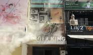 [VIDEO] Giải cứu người mắc kẹt trong đám cháy ở phố Tây Bùi Viện