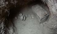 Ô tô sụp hố, lọt xuống mộ cổ 3.400 năm