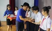 Hỗ trợ học sinh nghèo đến trường