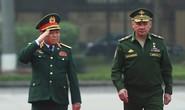 Cận cảnh Bộ trưởng Ngô Xuân Lịch đón Bộ trưởng Quốc phòng Nga Sergei Shoigu