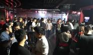 Dân bay nháo nhào khi công an kiểm tra quán bar ở Sài Gòn
