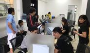 Người dùng Việt Nam ùn ùn đổi pin iPhone, trung tâm bảo hành Apple quá tải