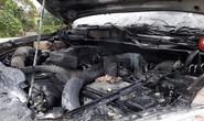 Xe bán tải Mazda BT50 đang chạy bất ngờ bốc cháy dưới trời rét