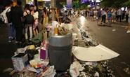 Rác ngập ở trung tâm TP HCM sau màn pháo hoa đón năm mới