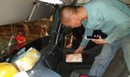 CLIP: Tài xế xe tải và xe du lịch lao vào xử nhau vì giành đường