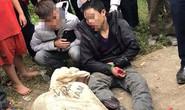 Người dân vây bắt 2 nam thanh niên trộm chó