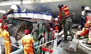 Đài Loan: Cầu vòm lớn sập xuống cảng cá có người Việt Nam làm việc