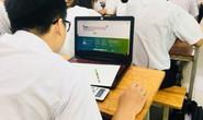 Học sinh TP HCM thi giữa kỳ bằng điện thoại, laptop