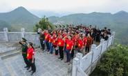 Xúc động Lễ Chào cờ tại Cột cờ Quốc gia Lũng Cú của Báo Người Lao động