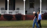 Kết hôn 73 năm, cựu Tổng thống Mỹ Carter vẫn nắm tay vợ xuống phố