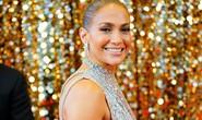 Jennifer Lopez khoe chân thon trên thảm đỏ