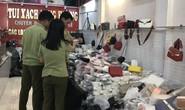 Đột kích cửa hàng túi xách giả nhãn hiệu Gucci, Louis Vuiton, Dior giá bèo 30.000 đồng