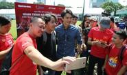 Cầu thủ Tuấn Anh xé niêm phong, công bố nhạc sĩ Võ Thiện Thanh ôm giải 300 triệu đồng