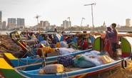 Campuchia: Xưa bắt cá bằng tay, nay thả lưới lớn cả ngày chẳng có chi