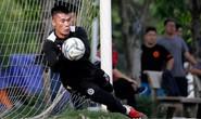 Phí Minh Long tỏa sáng, tương lai thủ môn Bùi Tiến Dũng ở Hà Nội FC ra sao?