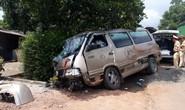 Tai nạn liên hoàn giữa 3 ôtô và một xe container, 3 người bị thương