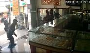 Cướp tiệm vàng ngày càng táo tợn