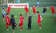 Cận cảnh đội tuyển Việt Nam vui vẻ tập luyện trước tái đấu Thái Lan