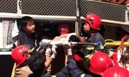 Xe giường nằm tông đuôi xe tải, 20 cảnh sát giải cứu 3 hành khách bị thương nặng mắc kẹt