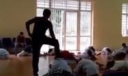 Giới võ thuật bất bình trước clip thầy dạy võ đấm, đá, đạp liên tiếp các học viên nhỏ tuổi