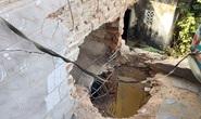 Mìn nổ bay nóc nhà, 2 người thương vong
