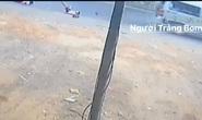 Xe đưa rước ở Đồng Nai lại làm rớt 2 học sinh xuống đường