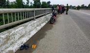 """Tìm kiếm nữ sinh 16 tuổi để lại xe máy điện và thư tuyệt mệnh """"đẫm nước mắt"""" trên cầu"""