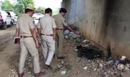 Ấn Độ: Hãm hiếp tập thể rồi đốt xác nữ bác sĩ trẻ