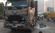 CLIP: Hậu quả tai nạn xe container kéo lê xe máy ở cầu vượt Sóng Thần