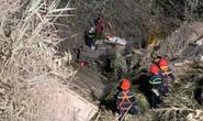 Xe container bất ngờ mất lái lao xuống vực sâu, tài xế tử vong trong cabin