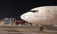 Đang hạ cánh xuống Nội Bài, máy bay suýt va phải vật thể lạ