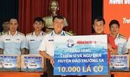 Trao 10.000 lá cờ Tổ quốc cho quân dân Trường Sa đón Tết