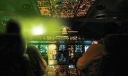 Tia laze chiếu vào khoang lái khi máy bay hạ cánh tại Nội Bài