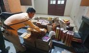 Tài xế giấu hơn 100 hộp pháo điện Trung Quốc trong thùng xe tải