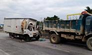 Bất ngờ tông vào đuôi xe tải, tài xế và phụ xe thương vong