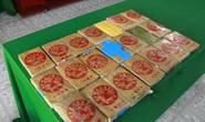 Tiếp tục phát hiện can nhựa chứa 21 gói nghi ma túy dạt biển Thừa Thiên - Huế