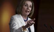 Chủ tịch Hạ viện Mỹ nổi cáu trong họp báo luận tội ông Trump