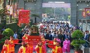 Lãnh đạo TP HCM dâng cúng bánh tét, nhớ về Quốc tổ Hùng Vương