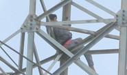 Người đàn ông ngáo đá cố thủ 36 giờ ở độ cao 40 m trên cột điện cao thế