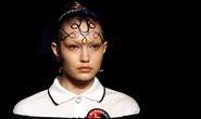Siêu mẫu Gigi Hadid với kiểu tóc lạ trên sàn diễn London
