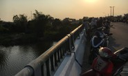 Nam thanh niên nhảy sông mất tích, để lại balo trên cầu Tứ Câu