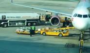 Cảnh cáo 2 nhân viên bốc xếp ném lia lịa hành lý của khách ở sân bay